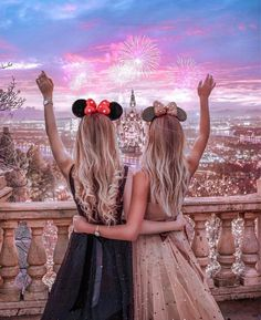 travel relax take a break Happy enjoy hiking free time country see the world hotel comfort destinations Best Friends Shoot, Best Friend Poses, Cute Friends, Friends Image, Best Friend Drawings, Bff Drawings, Best Friend Photography, Girl Photography Poses, Maternity Photography