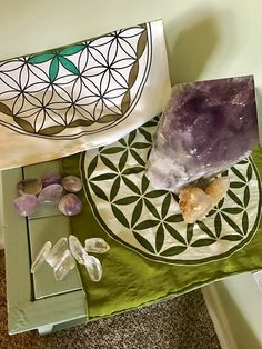 Attracting MONEY, Success + Abundance into your life with Crystals