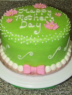 Mother's Day Cake This is an round, WASC with buttercream and fondant accents. Daisies and bow are fondant. Spring Cake, Summer Cakes, Fancy Cakes, Cute Cakes, Mom Cake, Cake Boss, 4th Of July Desserts, Mothers Day Cake, Decadent Cakes