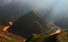 The road passes around Mount Ridui. The 5 Craziest Winding Roads in China http://www.visiontimes.com/2015/04/23/the-5-craziest-winding-roads-in-china-photos.html?photo=2