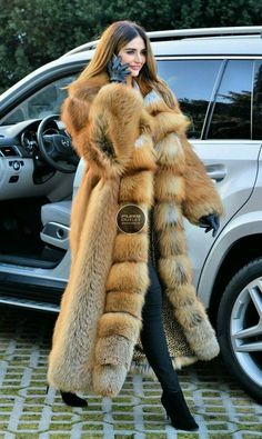 Nails Long Winter Outfit Ideas For 2019 - Fur Fashion, Winter Fashion, Fashion Trends, Trending Fashion, Teen Girl Fashion, Womens Fashion, Long Fur Coat, Fur Coats, Fabulous Furs