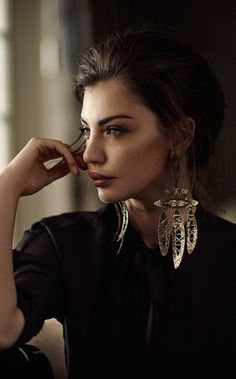 Beauty And Fashion, Timeless Fashion, Fashion Details, Vintage Fashion, Beautiful Moments, Life Is Beautiful, Real Gold Jewelry, Chanel, Head & Shoulders
