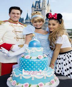 Ariana Grande Celebrates 21st Birthday at Disney World, Kisses Mickey Mouse | Cambio