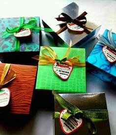 Cajitas con fresas cubiertas de chocolate 3311011916