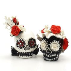 muddyskull Day of the Dead wedding cake topper. So I'm not getting married, and I wouldn't buy expensive macabre cake toppers if I were... but I wish I could!