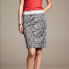 "🆕Banana Republic Paisley Jacquard Pencil Skirt Beautiful pencil skirt with floral pattern and zipper enclosure on the back. 22"" long. Back vent. This skirt fits a little big so it may also fit a 2. New without tag.❤️10% bundle discount. Free beauty gift with $25 purchase. Free shipping with $75 purchase. ❤️ Banana Republic Skirts Pencil"