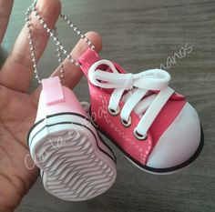 Con la chispa de mis manos: DEPORTIVAS FOFUCHAS/VIDEO TUTORIAL Foam Crafts, Crafts To Make, Foams Shoes, Simple Birthday Cards, Fimo Clay, Mini Things, Doll Shoes, Fabric Dolls, Buy Shoes