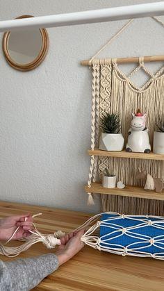 Macrame Plant Hanger Patterns, Free Macrame Patterns, Macrame Wall Hanging Patterns, Macrame Plant Hangers, Macrame Art, Macrame Design, Macrame Projects, Rope Crafts, Yarn Crafts