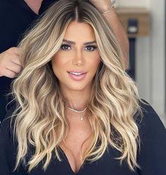 Beachy Blonde Hair, Blonde Hair With Roots, Blonde Hair Looks, Sandy Blonde, Long Hair Highlights, Hollywood Hair, Gorgeous Hair Color, Aesthetic Hair, Light Hair