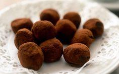 Fransk chokladtryffel Christmas Candy, Christmas Treats, Christmas Recipes, Coconut Sugar, Lchf, Truffles, Dog Food Recipes, Almond, Low Carb