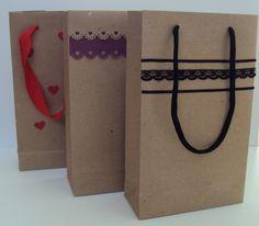 Sacolinhas de presente: como fazer uma personalizada Arteiras de Coração www.arteirasdecoracao.com.br