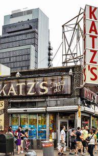 Das berühmte Lokal Katz's Delicatessen in New York