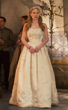 Greer in a beaded white dress in 1x15 still