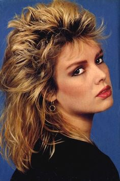 (You keep me hanging on). Music Pics, Music Photo, West London, Kim Wilde, New Haircuts, 80s Hairstyles, Women Of Rock, Idole, Nostalgia