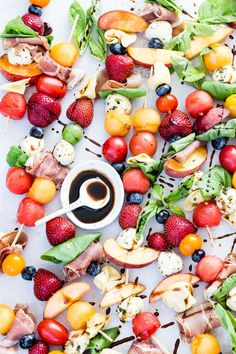 Fruit Caprese Kabobs gets kids to eat right Fruit Recipes, Lunch Recipes, Vegetable Recipes, Healthy Dinner Recipes, Cooking Recipes, Summer Recipes, Party Recipes, Vegetarian Recipes, Game Recipes