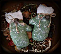 Primitive Christmas Green Winter Mittens Bowl Fillers Ornies Tucks  | PlumCreekPeddler