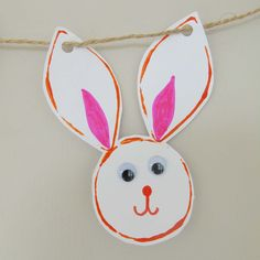 How to create Easter Bunny Bunting using toilet roll tubes Crafts To Make, Craft Projects, Crafts For Kids, Messy Play, Googly Eyes, Easter Holidays, Bunting, Easter Bunny, Garland