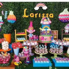 """1,286 curtidas, 19 comentários - @cassianedorigon (@ideiasdebolosefestas) no Instagram: """"Linda, alegre e colorida esta festa #trolls por @caraminholando. #ideiasdebolosefestas #festatrolls…"""""""