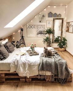 Warm Bedroom, Room Ideas Bedroom, Home Decor Bedroom, Cozy Teen Bedroom, Coziest Bedroom, Attic Bedroom Ideas For Teens, Winter Bedroom Decor, Bedroom Ideas For Small Rooms Cozy, Teen Bedroom Designs
