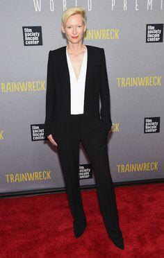 """Tilda Swinton en costume Haider Ackermann de la collection automne-hiver 2015-2016 à la première du film """"Trainwreck'"""" à New York http://www.vogue.fr/mode/inspirations/diaporama/les-looks-de-la-semaine-du-17-juillet-du-podium-au-tapis-rouge/21627/carrousel#tilda-swinton-en-costume-haider-ackermann-de-la-collection-automne-hiver-2015-2016-la-premire-du-film-trainwreck-new-york"""