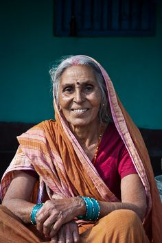 Grandmother by Prakash Prasad, Beautiful Women Over 40, Beautiful Girl Indian, Beautiful Smile, Beautiful People, Figure Photography, Portrait Photography, Street Style India, Indiana, A Wrinkle In Time