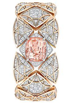 Une montre à secret Les Eternelles de Chanel en or rose, diamants et un saphir rose