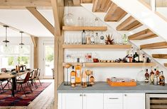 Leather, wood and stone: gorgeous country house in Hamptons #kitchen #shelves #stairs #usa #american #style #vintage #wood #wooden