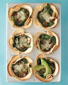 Tortilla cups baked in a muffin tin are filled with a healthy and delicious mix of mushrooms, spinach, avocado and cheese. Appetizer Recipes, Snack Recipes, Appetizers, Dinner Recipes, Finger Snacks, Muffin Pan Recipes, Martha Stewart Recipes, Spinach Stuffed Mushrooms, Sauteed Mushrooms