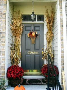 New Fall Door Decorations Corn Stalks 53 Ideas Fall Door Decorations, Thanksgiving Decorations, Seasonal Decor, Halloween Decorations, Fall Home Decor, Autumn Home, Front Door Decor, Front Doors, Door Entry