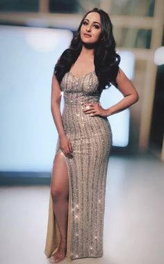 Half inches above that legs splitting dress could be.And We would see her beautiful vagina Indian Bollywood Actress, Indian Actress Hot Pics, Beautiful Bollywood Actress, Most Beautiful Indian Actress, Bollywood Fashion, Beautiful Asian Girls, Indian Actresses, Beautiful Actresses, Sonakshi Sinha Saree