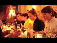 Met een aparte ruimte waarin je aan een grote tafel lekker met vrienden of familie kunt eten. #negenstraatjes