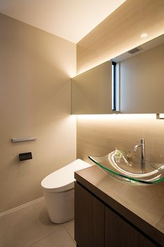 FRAME HOUSE | 注文住宅なら建築設計事務所 フリーダムアーキテクツデザイン Diy Bathroom Remodel, Bathroom Interior, Hotel Motel, Interior Photo, Home Interior Design, Toilet Hotel, Wc Public, Japan Interior, Ideal Bathrooms