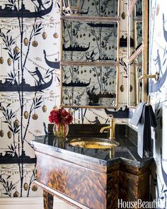 Gondola Wallpaper in a Powder Room #homedecor