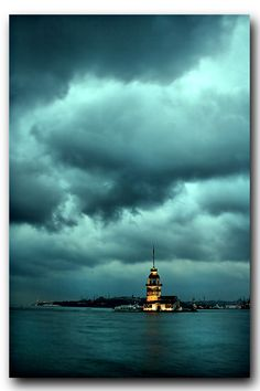 Maiden's Tower in Istanbul Beautiful World, Beautiful Places, Places To Travel, Places To Visit, Turkey Travel, Turkey Europe, Istanbul Turkey, Winter Travel, Monuments