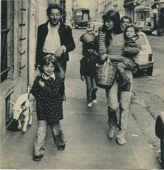 Serge Gainsbourg Jane Birkin Kate Barry in front and Charlotte Gainsbourg so lovely Serge Gainsbourg, Gainsbourg Birkin, Charlotte Gainsbourg, Jane Birkin, Kate Barry, Lou Doillon, Provocateur, English Bull Terriers, Dads