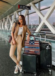 That cozy airport look. Casual Chic Outfits, Airport Look, Airport Style, Travel Chic, Travel Style, Fashion Addict, Instagram Fashion, Casual Looks, Dubai