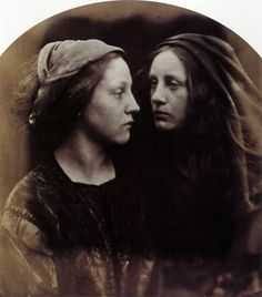 The Dialogue (Mary Ann Hillier and May Prinsep), 1866 - Julia Margaret Cameron Julia Margaret Cameron Photography, Julia Cameron, Photographs Of People, Vintage Photographs, History Of Photography, Portrait Photography, Vintage Photos Women, Vintage Images, Gibson Girl