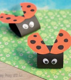 Nothing beats simple (and cute) crafts, and this ladybug paper craft we're sharing today certainly is on the easy side. Kids Crafts, Boat Crafts, Spring Crafts For Kids, Halloween Crafts For Kids, Craft Projects For Kids, Crafts For Kids To Make, Cute Crafts, Toddler Crafts, Preschool Crafts