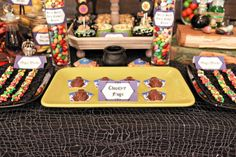 I want a Harry Potter-themed candy bar at my wedding. How freaking awesome would that be? (Chocolate frogs everywhere. Lily Harry Potter, Harry Potter Wedding, Harry Potter Birthday, Harry Potter Enfants, Boy Birthday, Birthday Parties, Anniversaire Harry Potter, Chocolate Frog, Desert Table