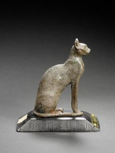 An Egyptian bronze casting of Bast, Late Period, circa B. I have a replica 😊 Cats In Ancient Egypt, Egypt Cat, Ancient Egyptian Art, Ancient History, Art History, Egyptian Cat Goddess, Egyptian Cats, Kairo, Art Ancien