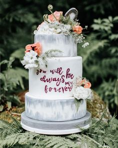 #mundushannover #handmade #fineartbakery #weddingcake #delicious #cake #hanover #hannover #weddinginspiration #flowers #love #nature #instabakery  Photo: @anja_schneemann_photography  Styling: @riasaage  Flowers: @milles_fleurs_  Decoration: @pompomyourlife  Video: @theweddingtree.eu  Sweets: @mundus_hannover