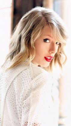 It is related to search taylor tone snub taylor swift western fence lizard celebrities hairstyle face blond 2015 short looking at blue belly front sceloporus occidentalis flavor swift look. Taylor Swift Moda, Taylor Swift Fotos, Estilo Taylor Swift, Taylor Swift Style, Taylor Alison Swift, Taylor Swift Photoshoot, Taylor Swift Wallpaper, Daft Punk, Amy Winehouse