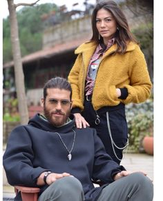 Can Yaman and Demet Ozdemir - cakerecipespins. Turkish Men, Turkish Fashion, Turkish Actors, Couples In Love, Romantic Couples, Best Couple Pictures, Famous In Love, African Prom Dresses, Beautiful Men Faces
