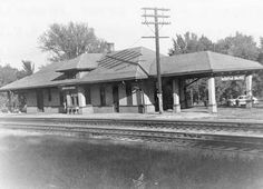 Webster Groves began as a commuter community at the turn of the 20th century