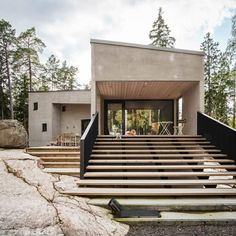 Mer Architects and Ettala Palomeras Architects collaborated on the design of Villa K, which is located in the Spjutsund area along the coast from the Finnish capital.