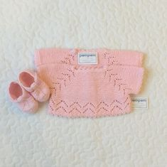 Because we know that you will soon give birth and you want something special, we are ready … - Makerist Baby Knitting Patterns, Crochet Vest Pattern, Sewing Patterns For Kids, Knitting For Kids, Baby Girl Crochet, Crochet Baby Booties, Baby Vest, Baby Cardigan, Diy Clothes