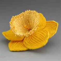 Knitted Daffodil Brooch Pattern : 1000+ images about wonderful spring daffodils fab on Pinterest Daffodils, D...