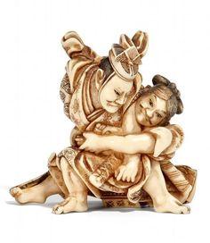 OKIMONO-NETSUKE. YOSHITSUNE UND BENKEI. ELFENBEIN. BEZ.: YOSHINAGA. Spätes 19. Jh. Asian Artwork, Sculptures, Lion Sculpture, Japanese Costume, Decorative Beads, Japanese Artists, Ceramic Art, Oriental, Miniatures