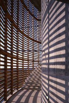 circulation double peau Architecture Ombre, Modern Architecture Design, Architecture Drawings, Construction, Light Art, Minimalist Home, Urban Design, Art Museum, Habitats