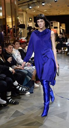 VETEMENTS, CATWALK, SS17, SPRING SUMMER, OVER THE KNEE BOOT, THIGH HIGH BOOT, LUXURY FASHION, PARIS FASHION WEEK